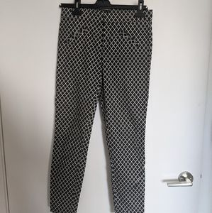 The GAP black and white print ankle pants size 2